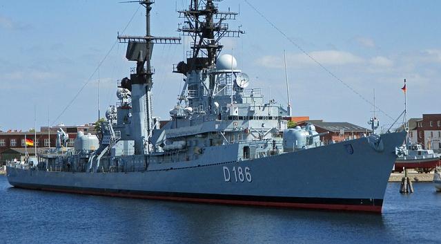 destroyer-800662_640